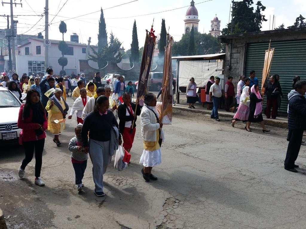 [멕시코] 성당으로 향하는 행렬