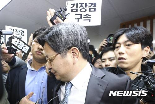 방문진 임시이사회 출석 포기하고 돌아서는 김장겸 사장