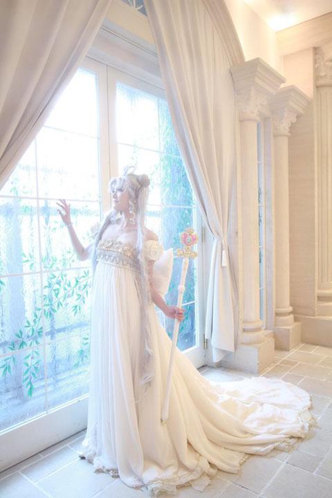세일러문, 네오 퀸 세레니티의 드레스를 재현한 의상..