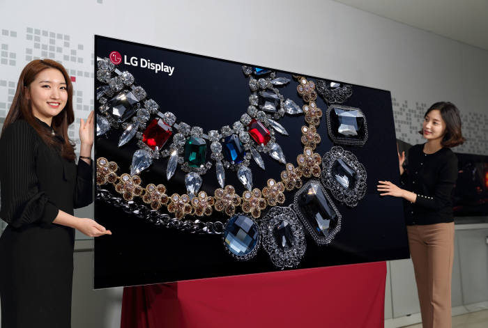 LGD 88인치 8K OLED 패널 시연!!! 10세대 가으자