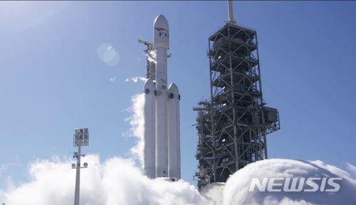 사상 최대 스페이스X 로켓 `팰컨 헤비` 2월 6일 발사