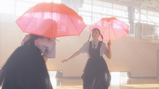Aimer의 신곡 'Ref:rain'의 뮤직 비디오 공개중 (지..