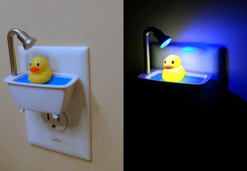 욕조 위 러버덕 나잇 센서 램프