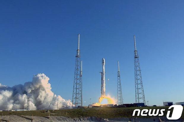 성공적으로 발사된 천체 우주망원경 `테스(TES..