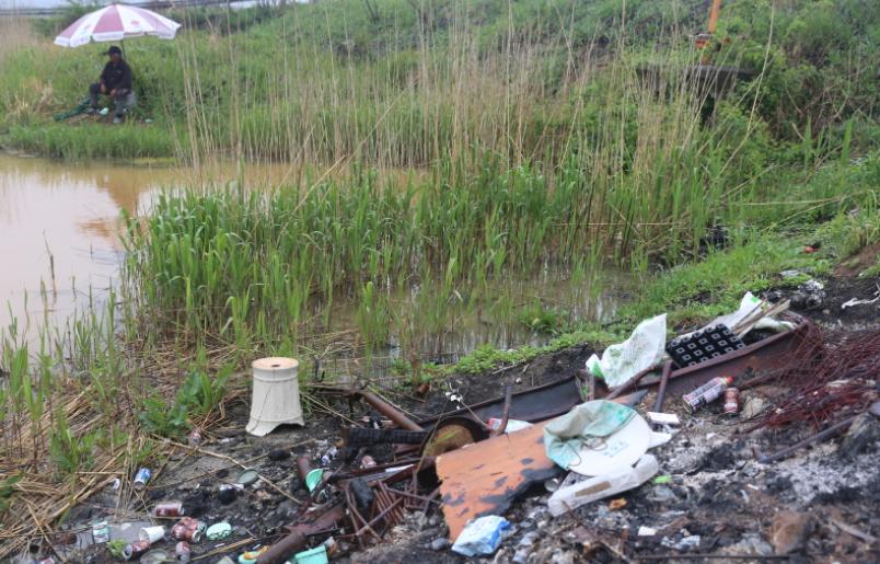 심각한 낚시터 쓰레기 문제