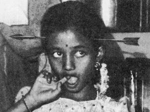 화살을 머리에 꽂는 힌두교의 의식