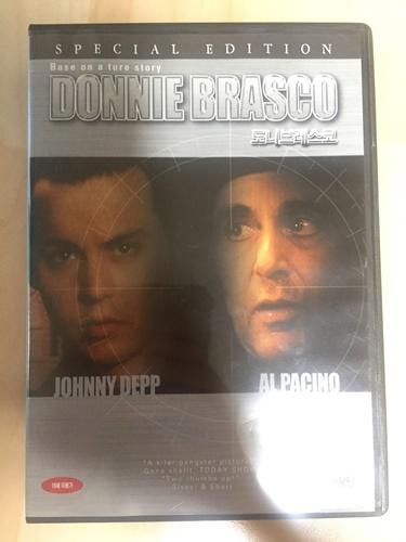 """""""도니 브래스코"""" DVD를 샀습니다."""