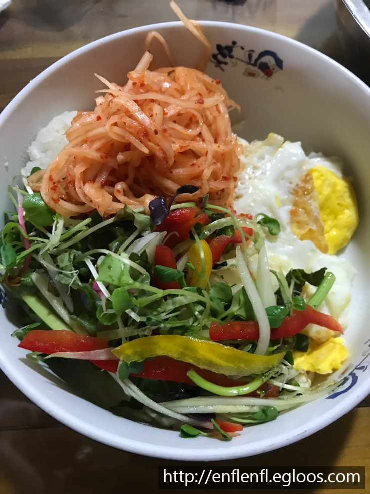 오늘점심은 새싹비빔밥.